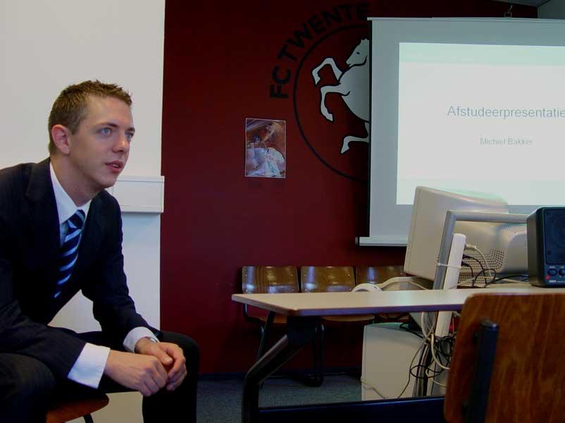 Michiel vóór de presentatie van zijn afstudeerproject