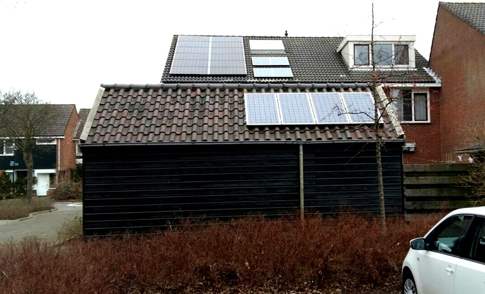12 JaSolar panelen (a 295 Wp) extra, 4 SunPower panelen (a 95 Wp) naar dak garage