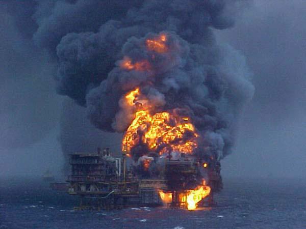 Brand op olieplatform in de golf van Mexico