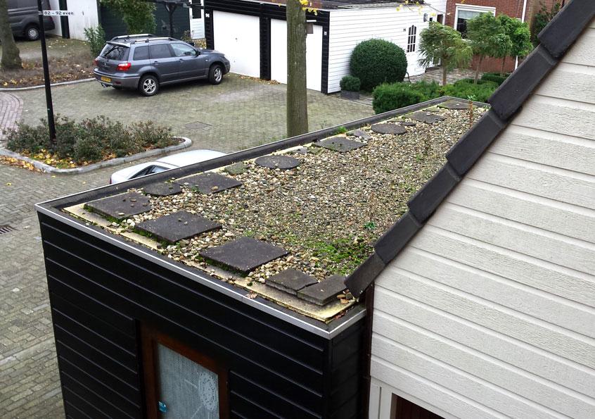 Op een plat dak moet de isolatie bovenop de dakbedekking komen