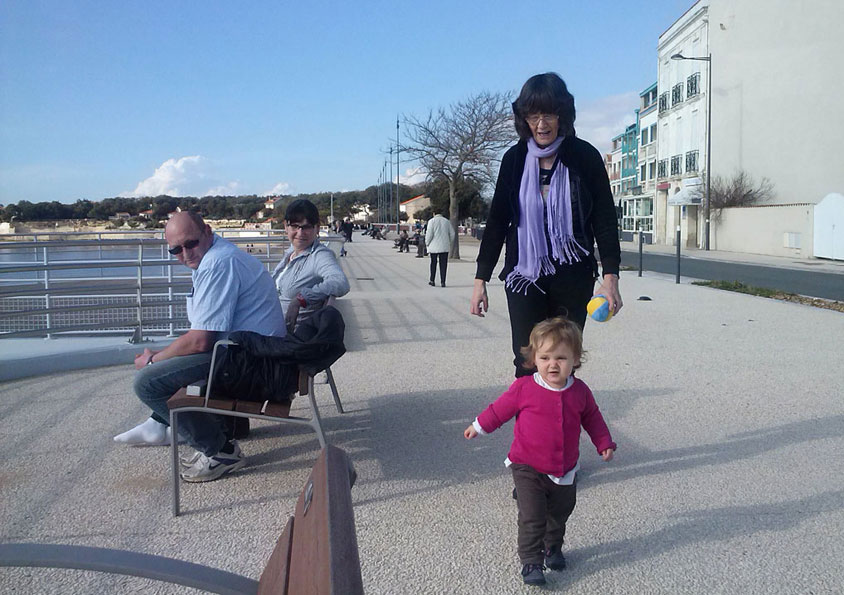 voor oma uit rennen op de boulevard van Fouras