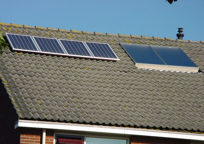 Zonnecollector en 4 SunPower panelen
