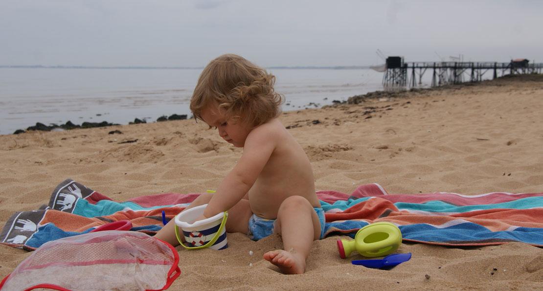 Louise op een strand van Fouras