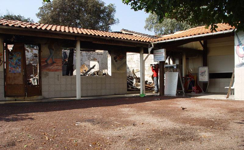 de campingwinkel afgebrand